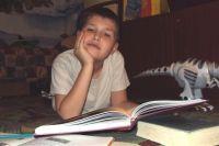 Приучать читать нужно с детства.
