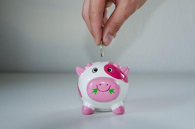 Привычку осознанно тратить деньги необходимо прививать с детства.