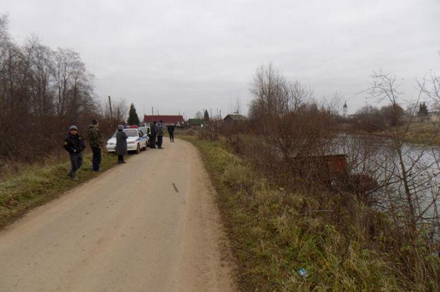 ВОрловском районе трактор съехал в водоем, шофёр умер