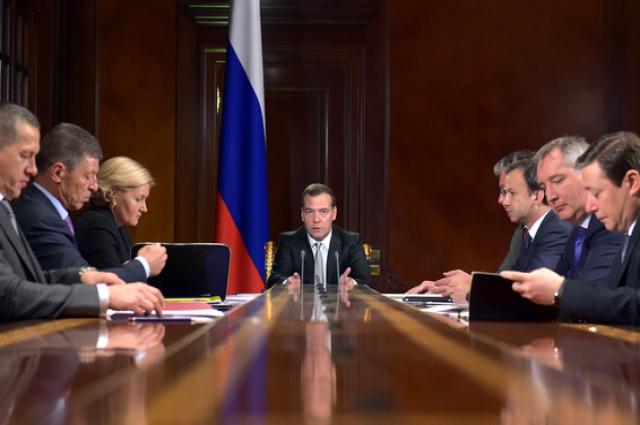 Медведев поручил снизить административную нагрузку набизнес наполовину