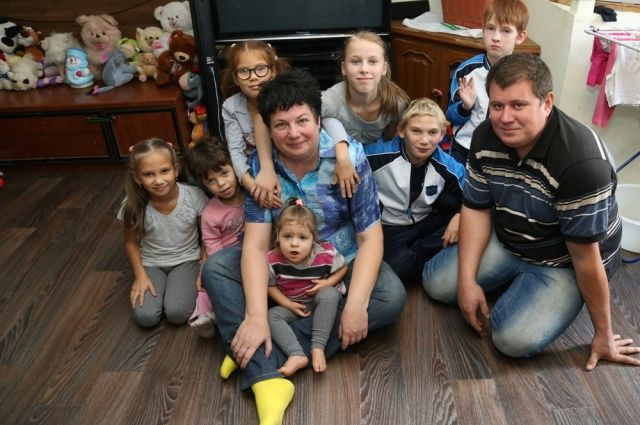 В Копейске  живёт семья, у которой восемь приёмных детей.