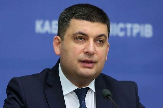 Гройсман объявил, что минимальную заработную плату поднимут засчет детенизации украинской экономики