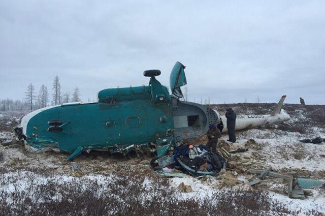 Фрагменты упавшего наЯмале вертолета Ми-8 вывезли сместа крушения
