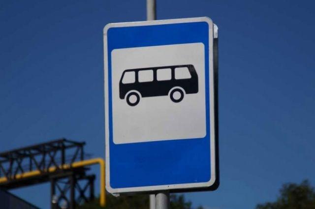 Водитель не дождался, пока женщина с ребенком выйдет из автобуса.