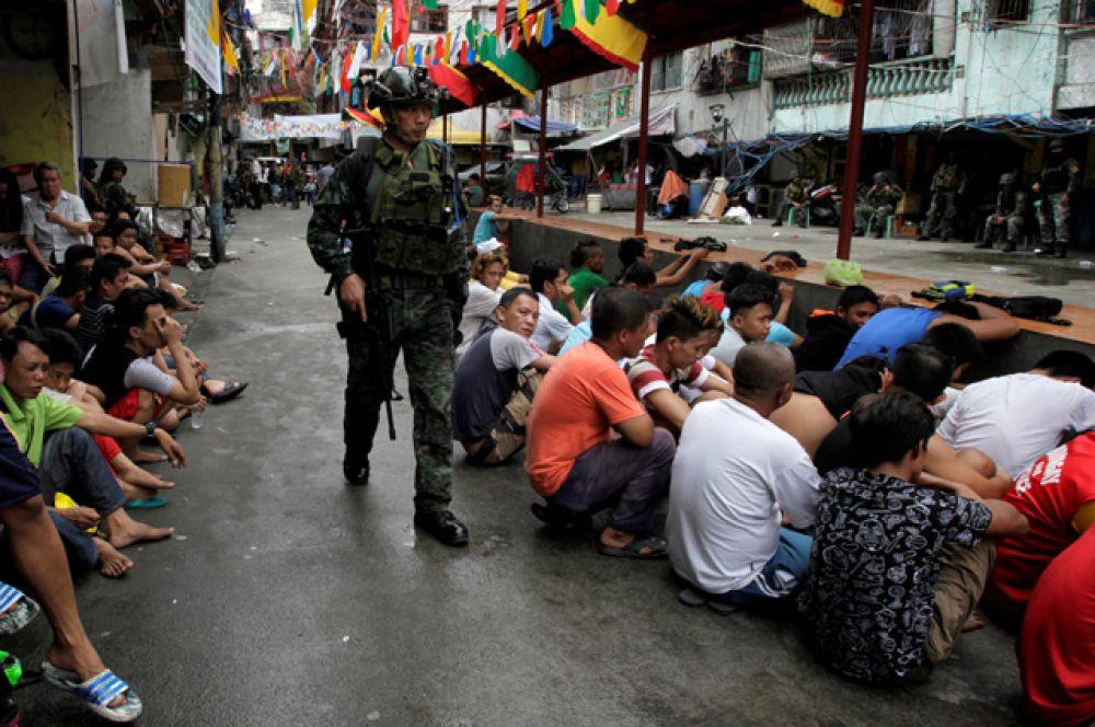 По информации западных СМИ, полиция и «народные дружины» активно применяют внесудебные казни отношении предполагаемых наркоторговцев.