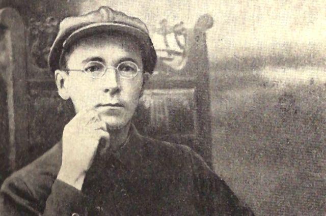 Свою первую пьесу он написал в 14 лет.