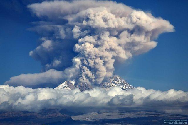 Ключевской выбросил пепел навысоту 7-ми километров
