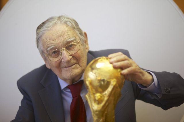 Скончался дизайнер Кубка мира ФИФА