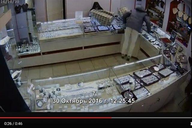 ВУсть-Куте ограбили ювелирный магазин. Заинформацию опреступниках объявлено вознаграждение