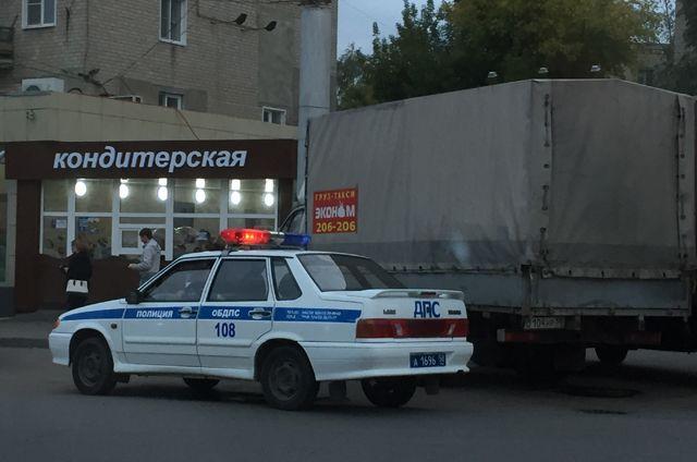 У «Ладожской» неспокойный шофёр ударил влицо инспектора ДПС и убежал