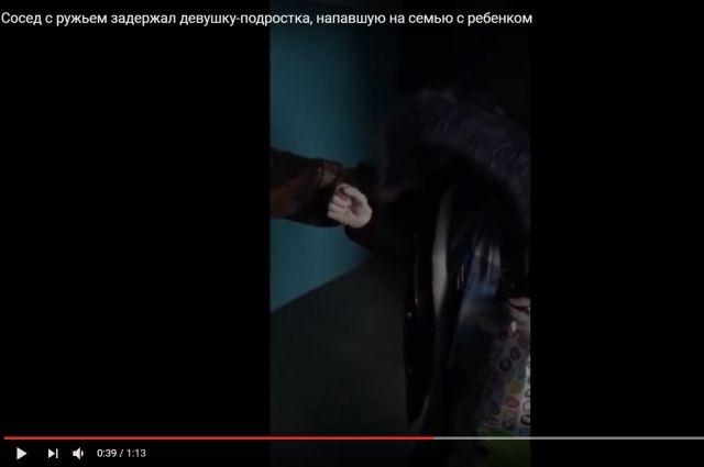Задержание 16-летней новосибирской налетчицы сбитой попало навидео