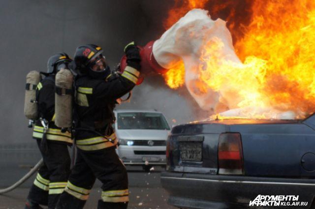 Причиной возгорания трех автомобилей в Калининграде стало замыкание проводки.