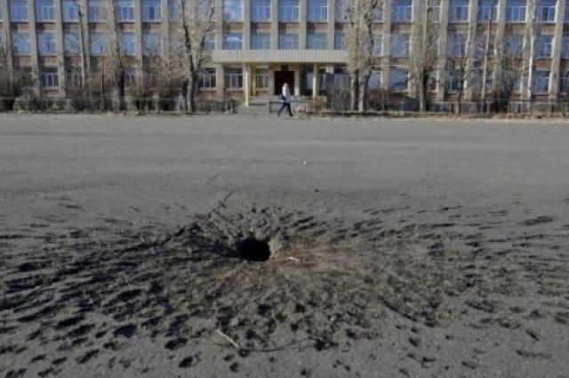 Около школы произошел взрыв