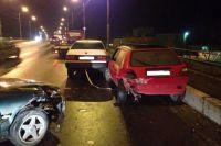В Калининграде автомобиль протаранил легковушку, которая сбила пешехода .