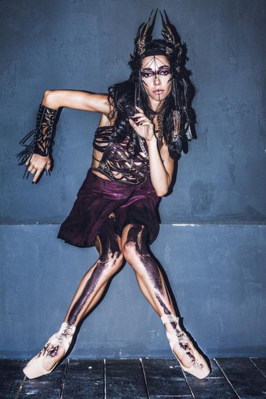 Известная украинская балерина Екатерина Кухар в образе воительницы