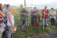 В экспедициях у ребят есть время не только на раскопки, но и на  конкурсы (например, состязания витязей и амазонок).