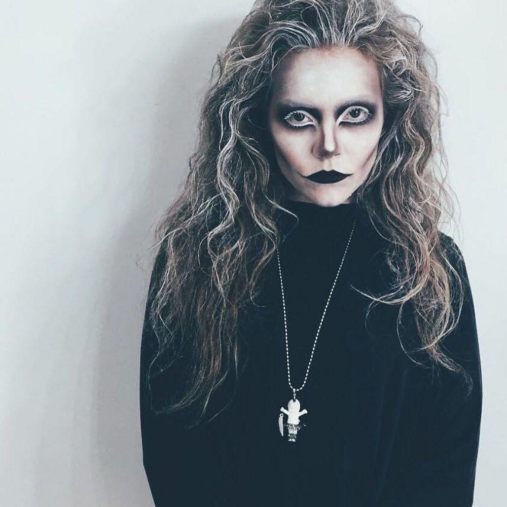 А это танцовщица Алена Шоптенко смахивающая на ведьму
