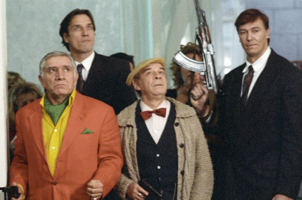 1994 год. Актер Армен Джигарханян и Лев Борисов на съемках фильма «Ширли-мырли».
