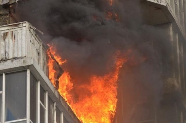 Вжилом доме наБогатырском выгорел балкон