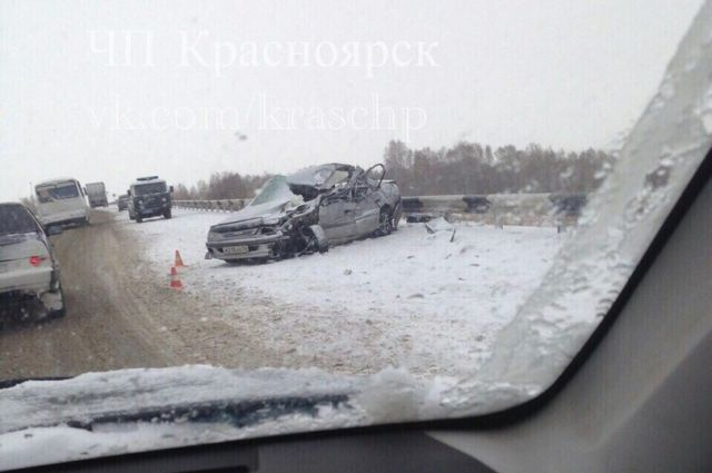 На трассе М-53 столкнулись три автомобиля.
