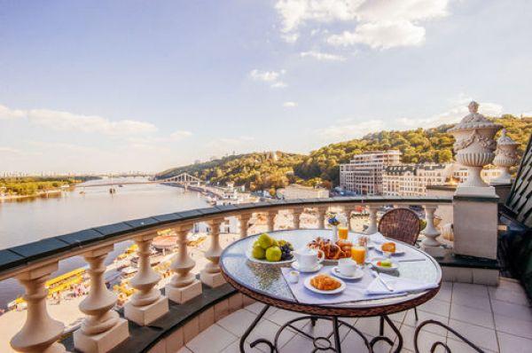 Пожалуй, у отеля Fairmont Grand Hotel Kyiv самый лучший вид из окна, по нашему мнению