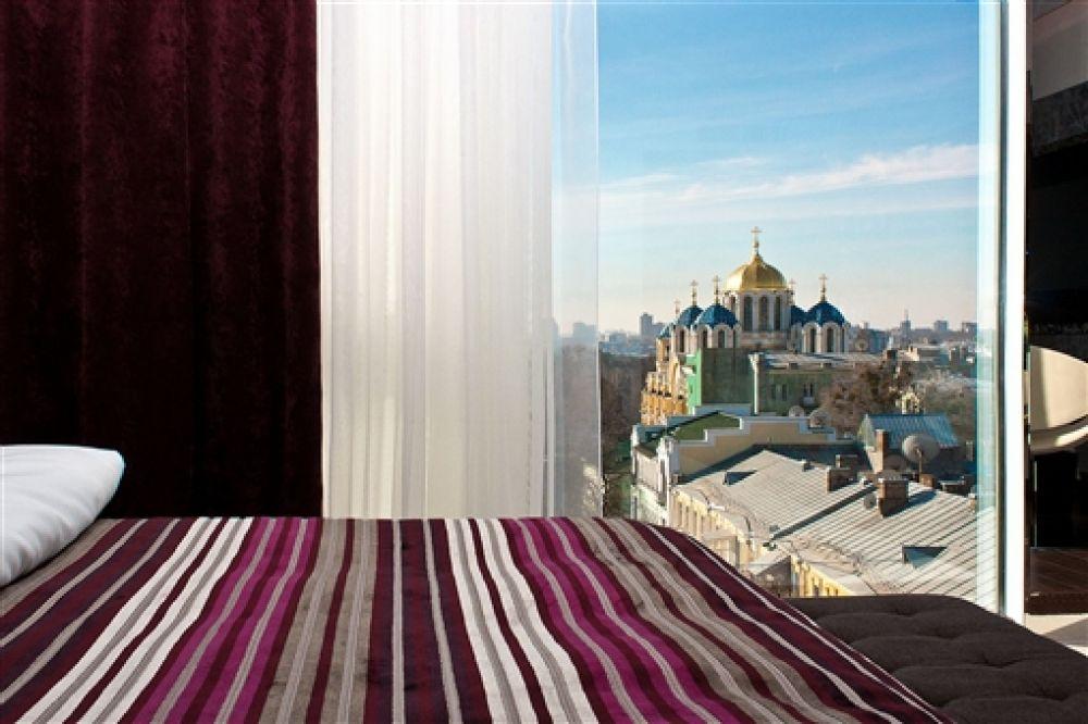 Вид из окна 11 Mirrors Design Hotel просто шикарный