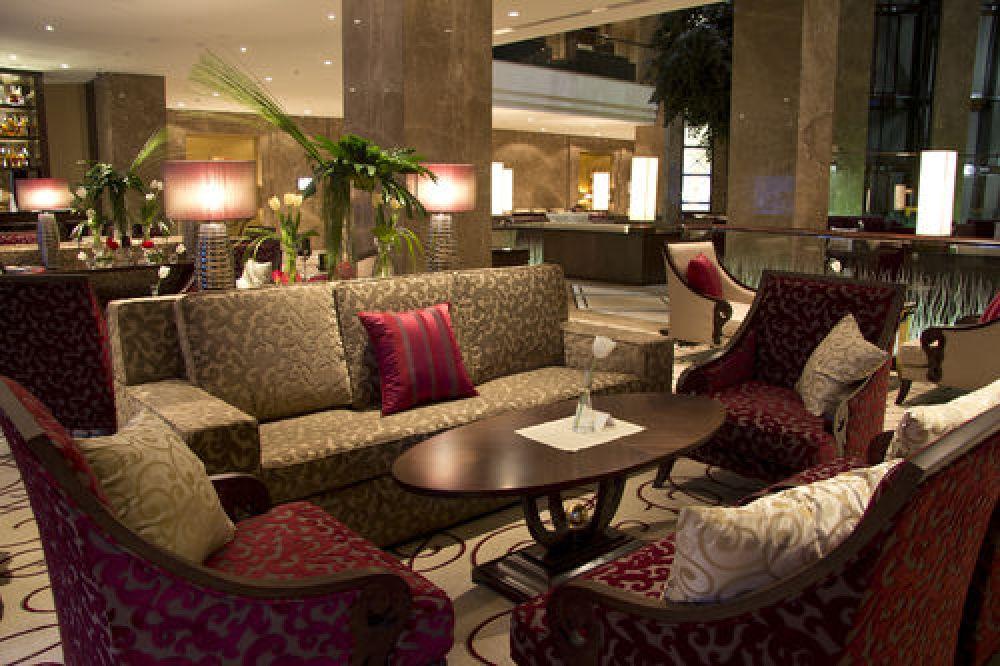 Интерьер общей гостиной харьковского отеля Kharkiv Palace Premier Hotel