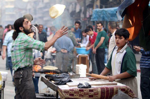 Выпечка хлеба в Алеппо.