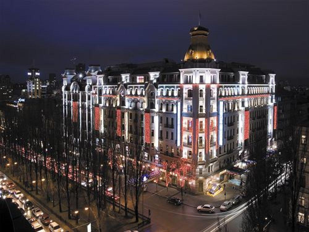 Hilton Kyiv идет следующим в рейтинге и находится в Киеве на бул. Тараса Шевченка 5-7/29