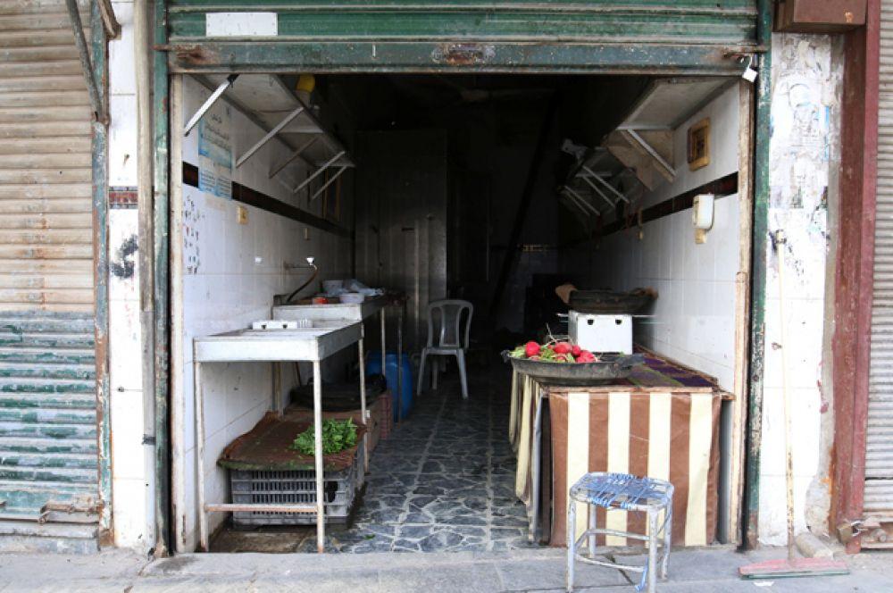 Пустой магазин в осажденном Алеппо.