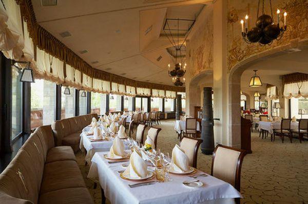 Львовский отель Citadel Inn Hotel & Resort очень просторный и красивый