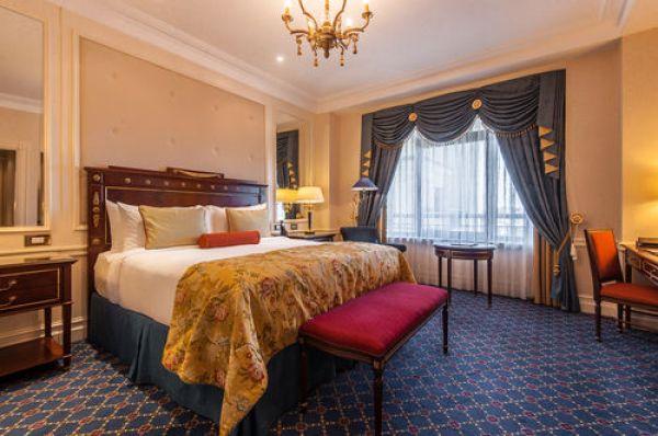 Шестое место в рейтинге - отель Fairmont Grand Hotel Kyiv. Найти его можно по адресу ул. Набережно-Крещатицкая 1