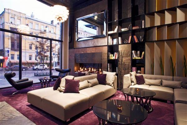 Первое место в рейтинге отелей Украины - 11 Mirrors Design Hotel, который находится в Киеве по ул. Богдана Хмельницкого 34А