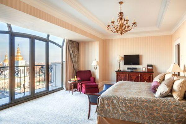 Сами номера и вид из окна отеля InterContinental Kiev радуют глаз