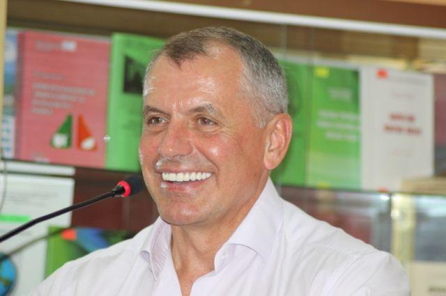Руководитель крымского парламента Владимир Константинов отказался от заработной платы