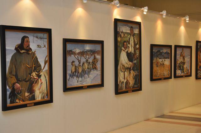 Губернатор Дмитрий Кобылкин поздравил ямальцев соткрытием картинной галереи