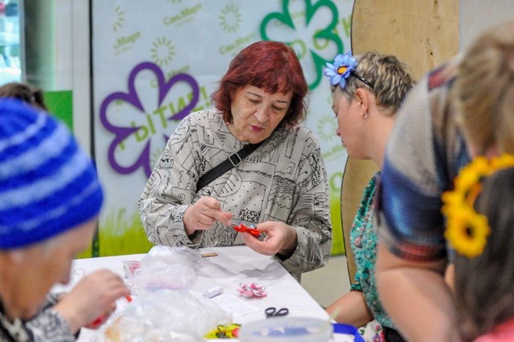 Гости фестиваля могли принять участие в более чем 30 бесплатных мастер классах по швейному делу, гончарной лепке, созданию игрушек.
