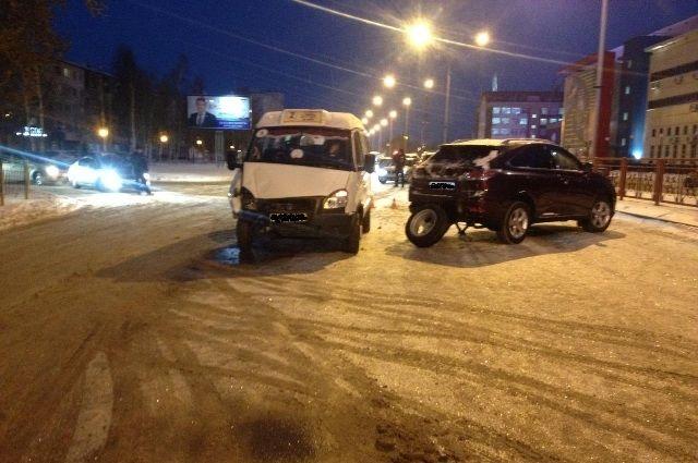 ВНижневартовске вДТП пострадали 4 человека