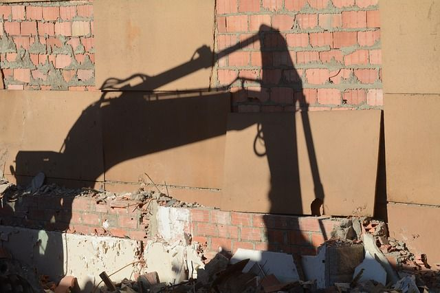 ВПерми приставы снесли нелегально основанный цыганский дом