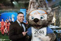 Футболист Роналдо и талисман ЧМ по футболу 2018 года Волк Забивака на презентации официального талисмана в программе «Вечерний Ургант».