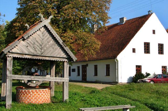 С 1998 года в музейный комплекс вошел также дом пастора, в котором жил и работал поэт.