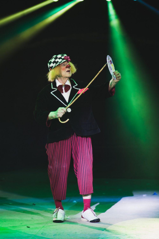 Олег Попов исполнил и новые, и ставшие классикой репризы и конечно, свой знаменитый номер «Луч».