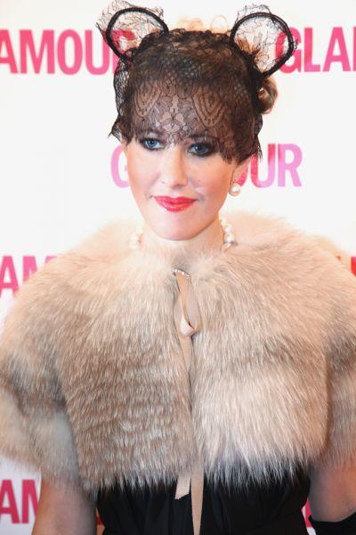 Телеведущая Ксения Собчак удостоена премии «Женщина года Glamour 2009» в номинации «Женщина года».