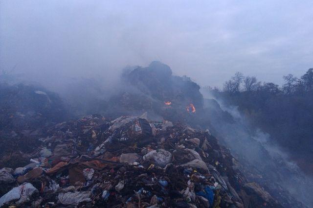 ВПолтавской области 2-ой день полыхает свалка