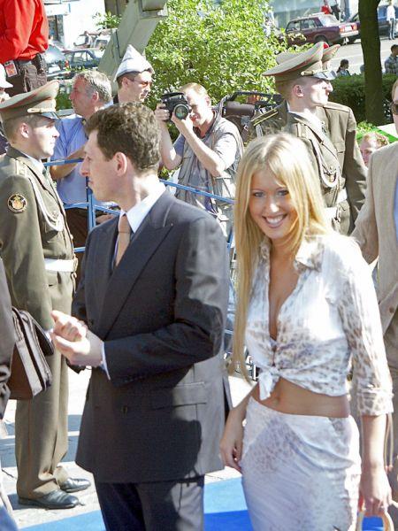 Ксения Собчак со своим женихом американским бизнесменом Александром Шустеровичем на 24-м Московском международном кинофестивале, 2002 год.