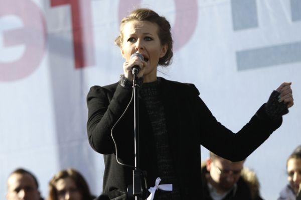 Телеведущая Ксения Собчак выступает на митинге «За честные выборы» на Новом Арбате, 2012 год.