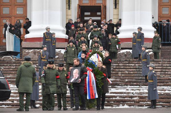 Церемония прощания с народным артистом СССР Владимиром Зельдиным, которая проходит в театре Российской армии в Москве.