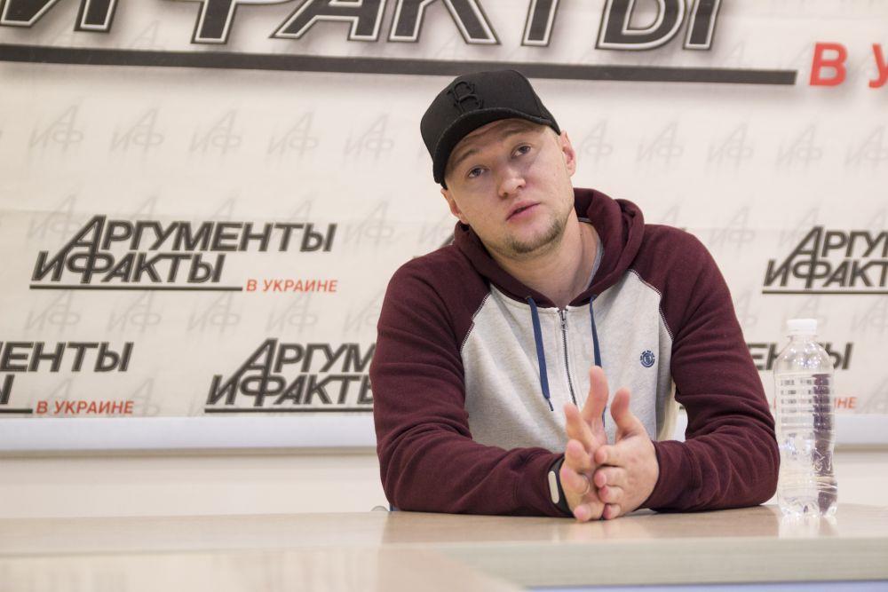 Также на вопросы о своем отношении к квотам украинских песен на радио Андрей ответил, что он против такого способа распространения украинского языка в стране и сказал, что дело не в запретах иностранных песен, а в поддержании своих украинских