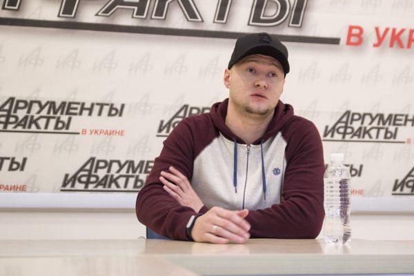 Хлывнюка спрашивали о том, как он относится к приездам российских артистов в Украину