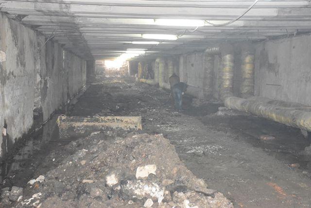 в тоннеле произведен демонтаж старых стен перехода, напольного покрытия.